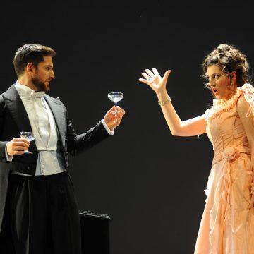 Recitar cantando, la scandalosa Traviata diventa un Singspiel