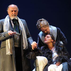"""Ragionar cantando: la """"Traviata"""" di Garella all'Arena del Sole"""